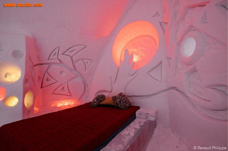 تخت ها دارای پایه یخی با فنر تختخواب چوبی وتشکی بر بالای آن می باشند