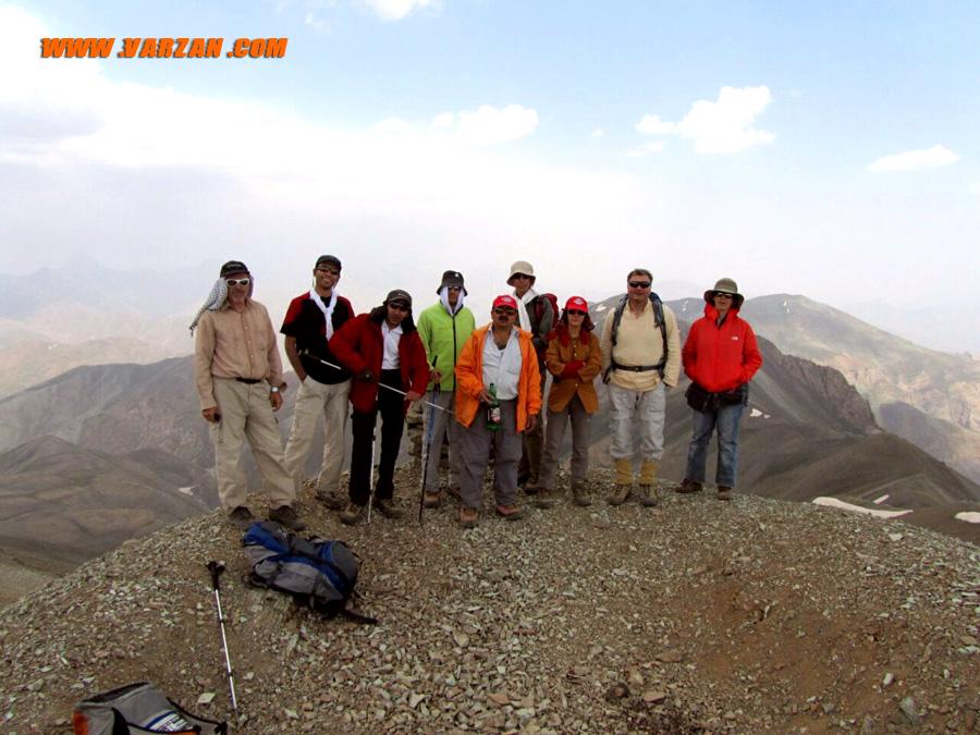 عکس گروهی همنوردان بر قله ی هفت خوانی